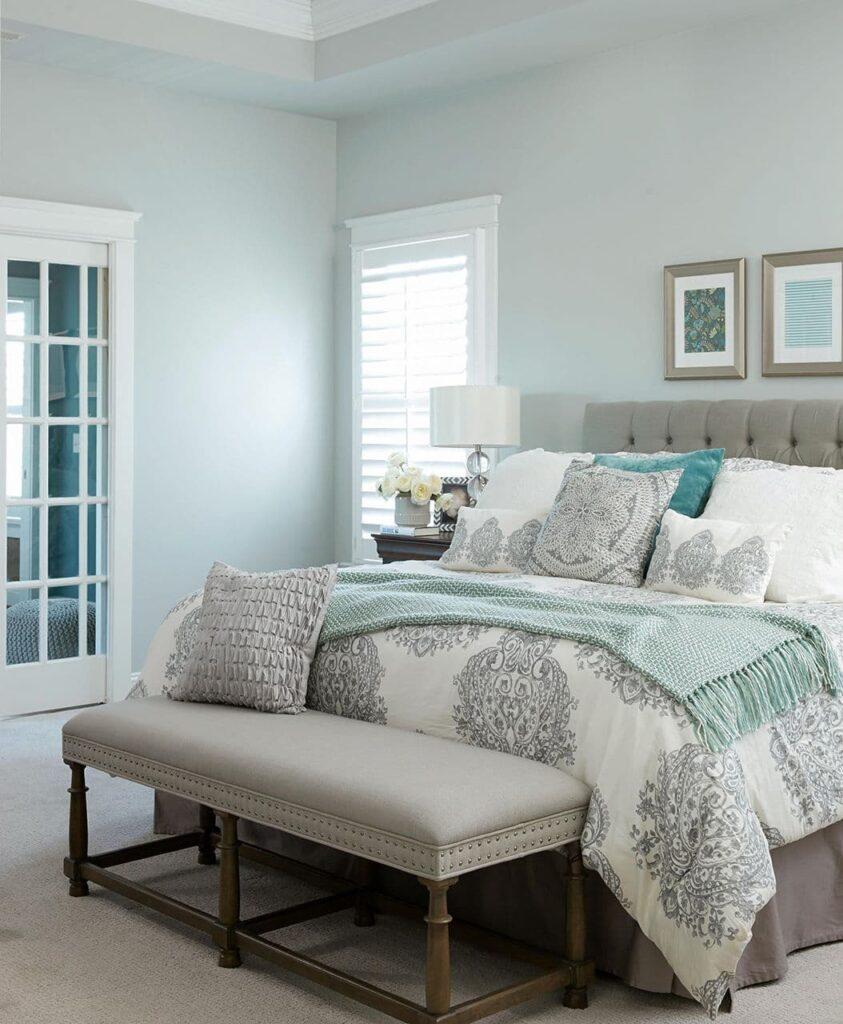 уникальный дизайн спальни в бирюзовых цветах