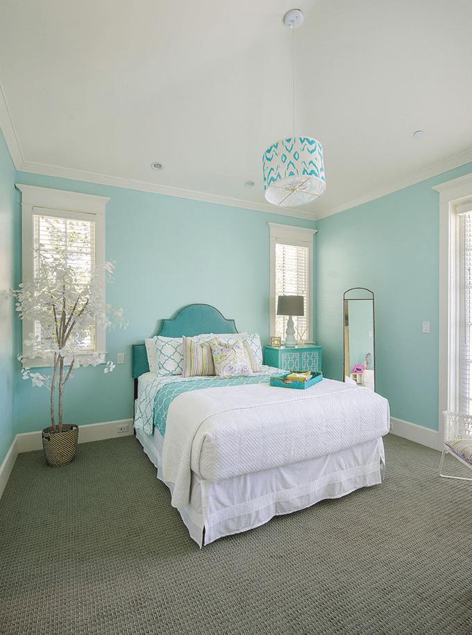 уникальный дизайн бирюзовой спальни