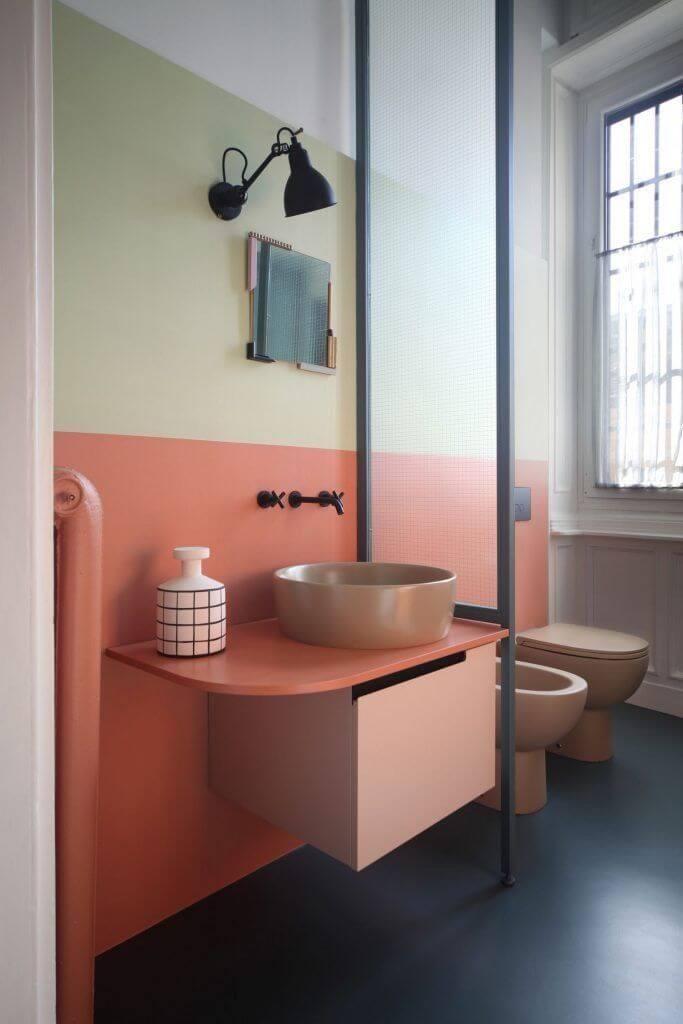 Интересный дизайн персиковой ванной