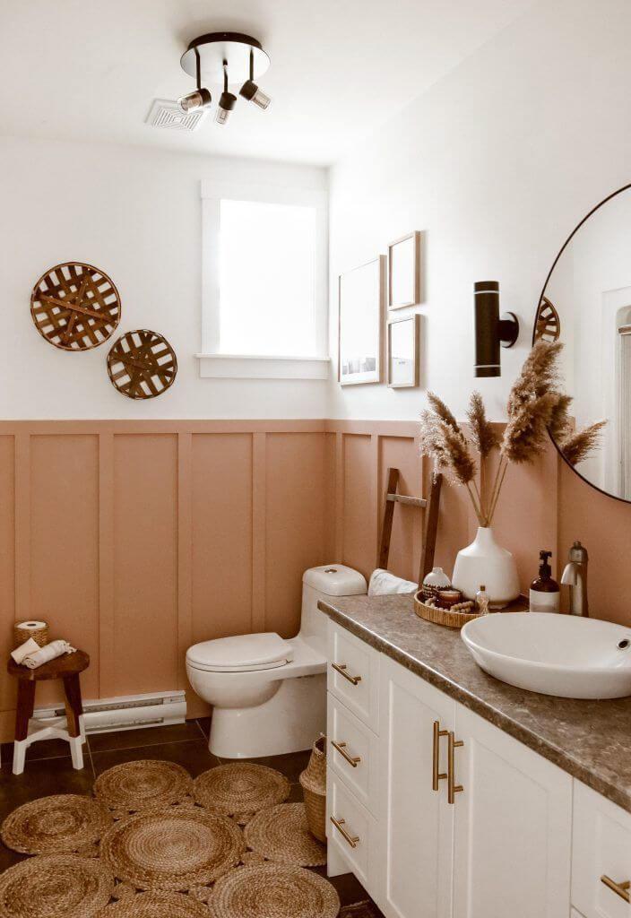 Контрастная ванная персикового цвета