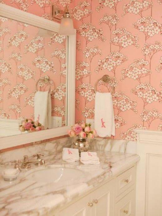 Ванная персикового цвета в квартире
