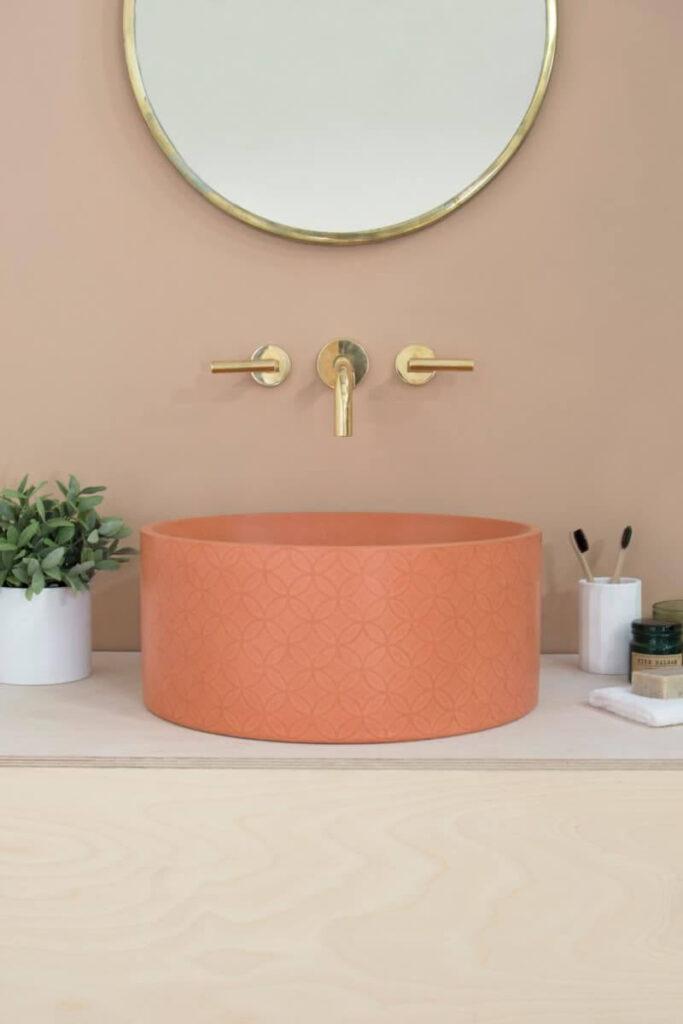 Персиковый интерьер ванной комнаты