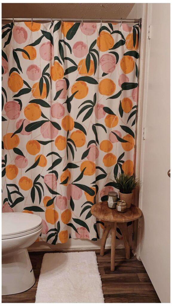 Красивая персиковая ванная