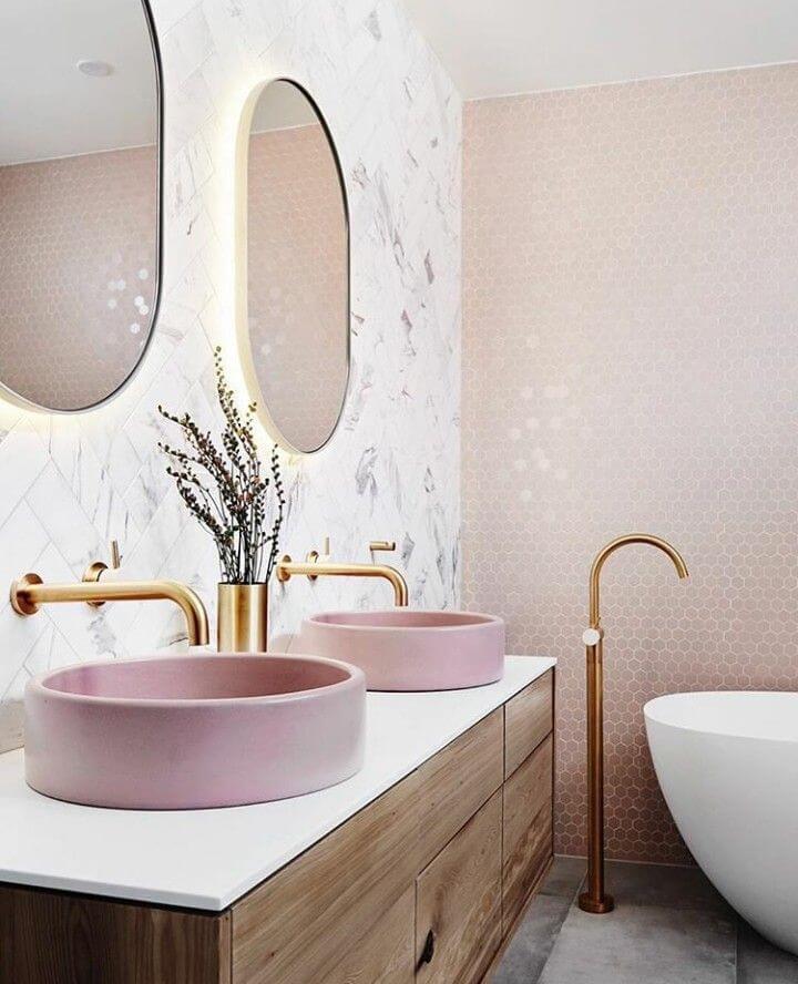 Интерьер ванной в персиковом цвете