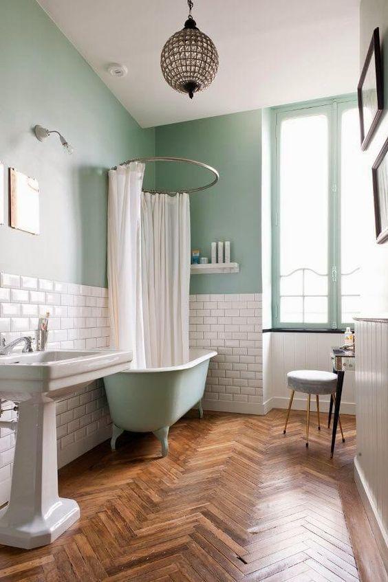 фисташковая ванная в 2-комнатной квартире