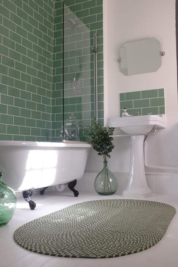 фисташковая ванная в однокомнатной квартире